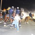Na ulicah Beograda znova spopadi med protestniki in policijo (foto) (foto: Profimedia)