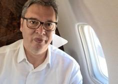 Vučić kar prek Instagrama na letalu: Letim v Pariz, da se borim za našo Srbijo