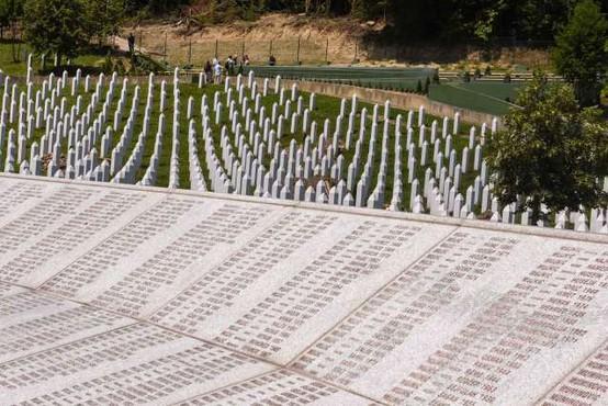 V Potočarih zaradi epidemije okrnjena spominska slovesnost za žrtve genocida v Srebrenici