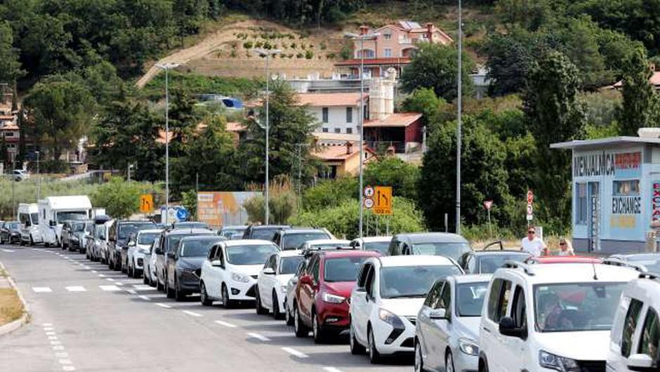 Hrvaška sprejela zaostrene ukrepe pri vstopu v državo za potnike iz tretjih držav (foto: STA/Daniel Novakovič)