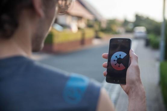 Javno naročilo ministrstva za javno upravo za mobilno aplikacijo sledenja stikov z okuženimi