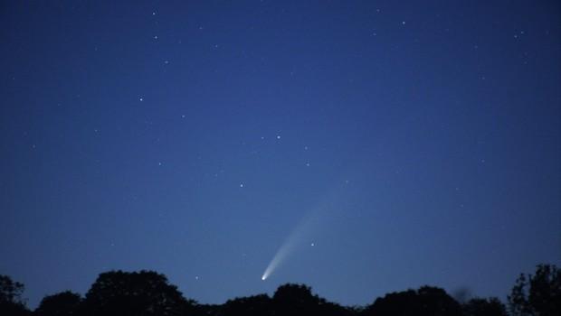 Eden najsvetlejših kometov zadnjih let bo naslednje dni moč videti tudi zvečer (foto: profimedia)