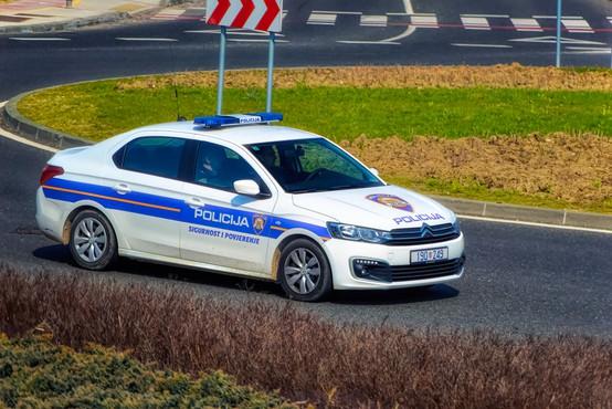 Vinjena Slovenka hrvaške policiste še žalila. Kazen: 1.400 EUR!