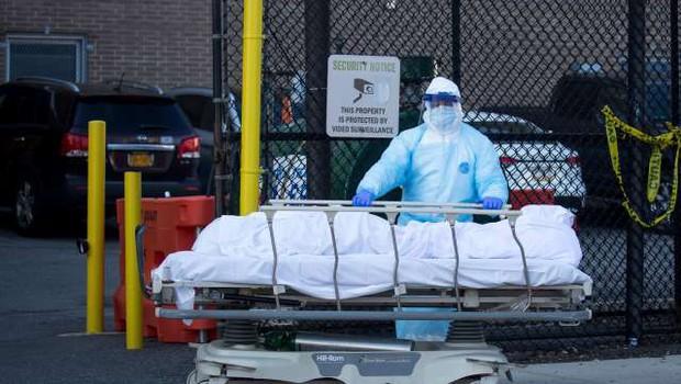 Okužbe in smrti zaradi covida-19 se še naprej širijo po ZDA (foto: Xinhua/STA)