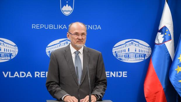 Vlada pripravlja odloka, s katerima bo optimizirala izdajanje in vročanje karantenskih odločb (foto: Nebojša Tejić/STA)