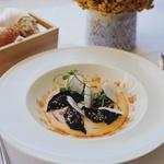 Pri tej jedi se spet vidi azijski vpliv, a spet so uporabljena hrvaška živila. Gre za gjoze po dalmatinsko. (foto: Marko Sitar)