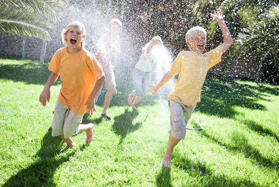 Pričkanja s sorojenci so koristna za razvijanje socialnih veščin, kaže študija