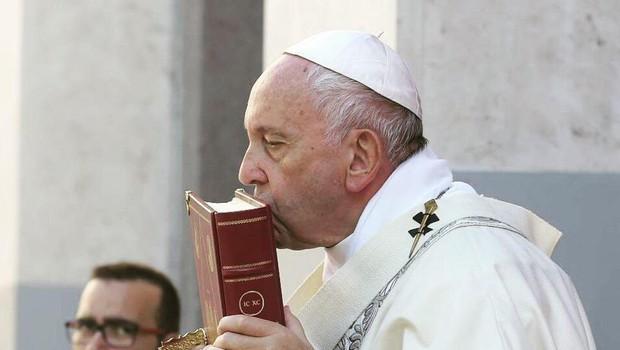 Vatikan s priročnikom na 30 straneh o ravnanju v primeru pedofilije (foto: profimedia)