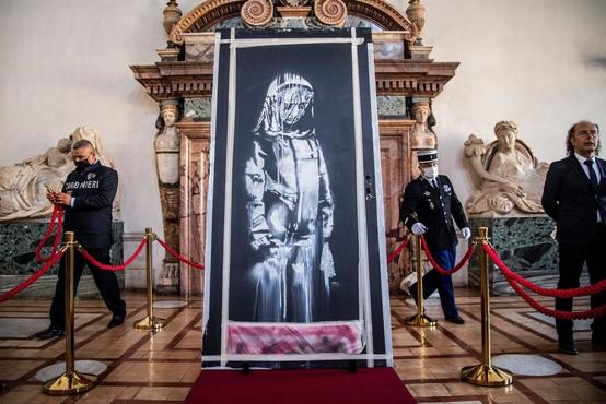 Ukradena vrata z Banksyjevim grafitom našli na podstrešju zapuščene hiše v Italiji