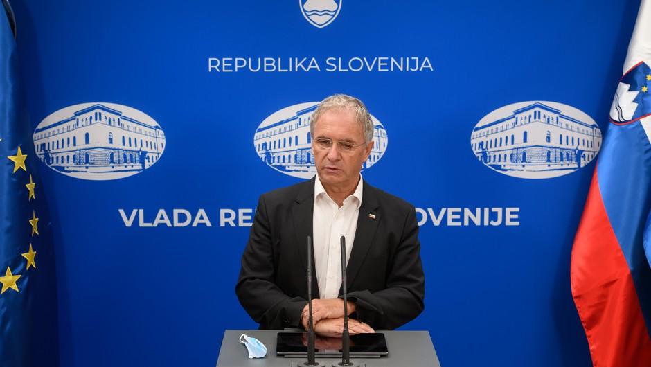 Aleš Hojs napovedal nov model uvrščanja držav na sezname epidemiološke varnosti (foto: Nebojša Tejić/STA)