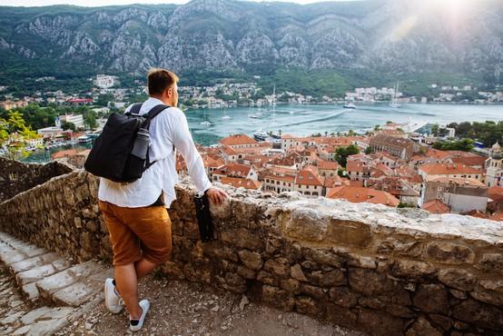 Na rdečem seznamu od danes Črna gora, Hrvaška ostaja na rumenem