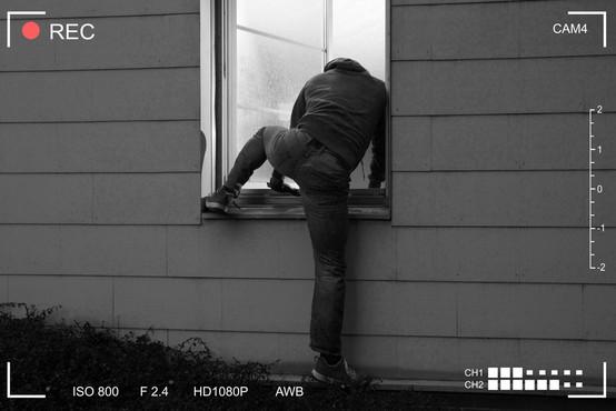 10 nasvetov nekdanjih vlomilcev o tem, kako zaščititi hišo (ko ste na počitnicah)
