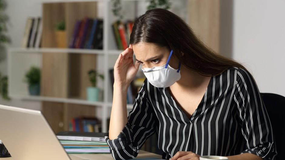 Zaskrbljenost zaradi koronavirusa je v Sloveniji v porastu (foto: Profimedia)