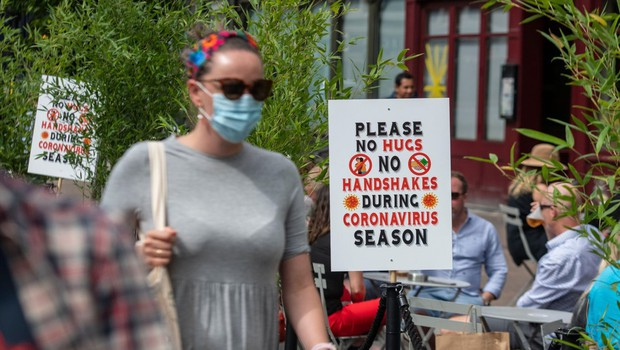 Univerzitetni profesorji opozorili britansko vlado na napake pri beleženju smrti zaradi covida-19 (foto: profimedia)