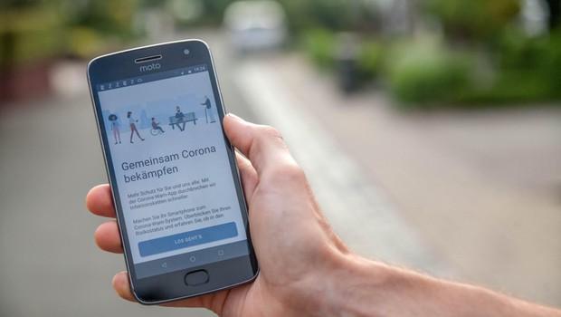 Skoraj petina Nemcev si je naložila aplikacijo za obveščanje o stikih z okuženimi (foto: profimedia)