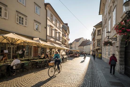 V nedeljo v Sloveniji sedem potrjenih okužb, nova smrtna žrtev