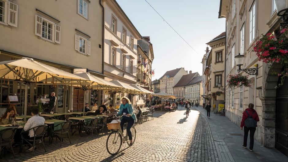 V nedeljo v Sloveniji sedem potrjenih okužb, nova smrtna žrtev (foto: profimedia)