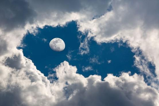 Neodgovorne 'otroške' čarovnice s TikToka skušale uročiti luno