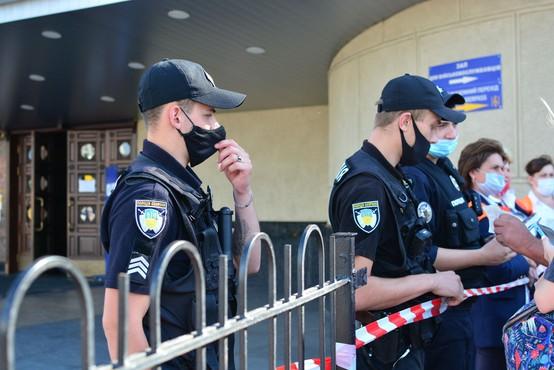 V ukrajinskem mestu Luck moški za talce vzel potnike na avtobusu