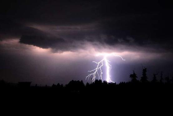 Možni dolgotrajnejši nalivi, ni izključen pojav toče in močnih sunkov vetra