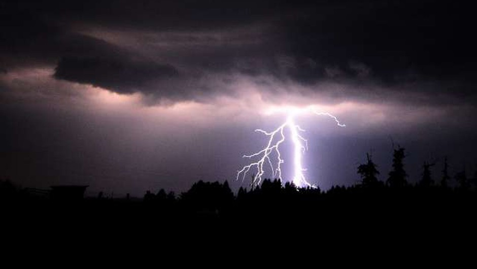 Možni dolgotrajnejši nalivi, ni izključen pojav toče in močnih sunkov vetra (foto: Tamino Petelinšek/STA)