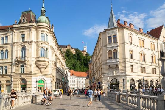 V torek v Sloveniji 29 okužb, nova smrtna žrtev in 22 hospitaliziranih