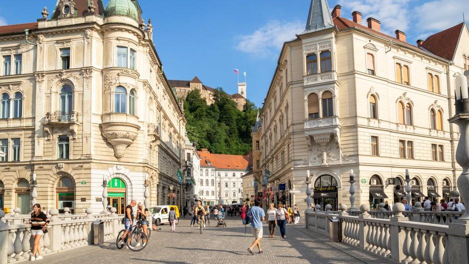 V torek v Sloveniji 29 okužb, nova smrtna žrtev in 22 hospitaliziranih (foto: profimedia)