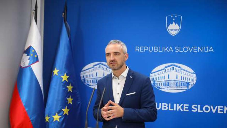 Vlada s sklepom podaljšala ukrep subvencioniranja čakanja na delo do konca avgusta (foto: Anže Malovrh/STA)