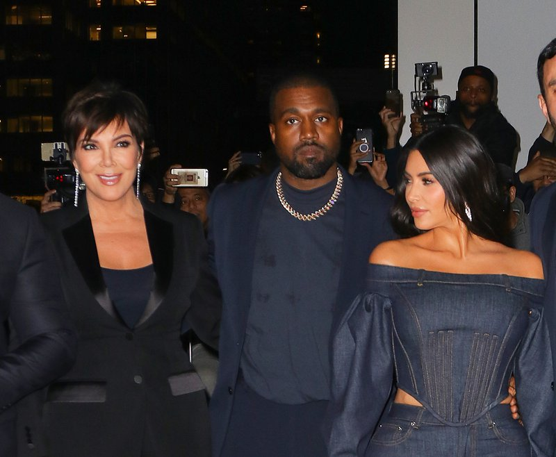 Kris Jenner bdi nad Kim in njenim soprogom.