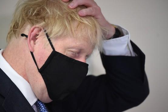 Boris Johnson je javno priznal, da se vlada ni dobro odzvala na širjenje koronavirusa