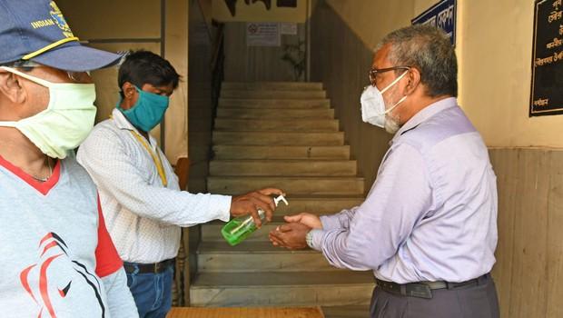Okužba s koronavirusom je žal podrla nov svetovni rekord dnevnih primerov (foto: profimedia)