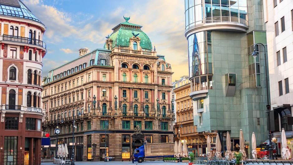 Zaradi naraščanja okužb v Avstriji od ponedeljka nekaj omejitev pri vstopu v državo (foto: profimedia)