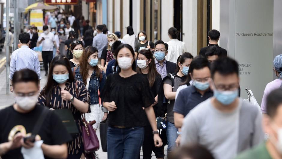 V Hongkongu bodo odslej obvezne zaščitne maske povsod in za vse! (foto: profimedia)