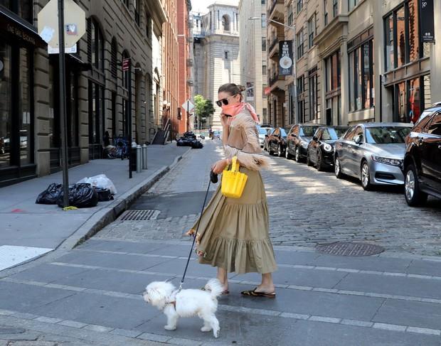 Kako nositi ruto namesto zaščitne maske? Posnemajte Olivio Palermo. (foto: Profimedia)