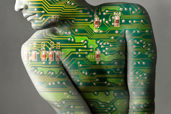 Bo umetna inteligenca že v manj kot petih letih pametnejša od ljudi?