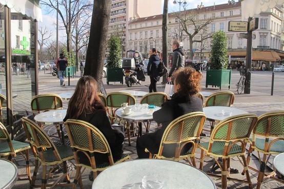 V Franciji bodo prepovedali ogrevanje zunanjih teras lokalov