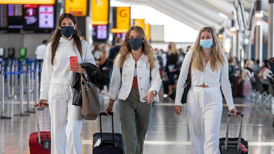 Heathrow ob milijardni izgubi poziva k testiranju potnikov namesto karantene (foto: profimedia)