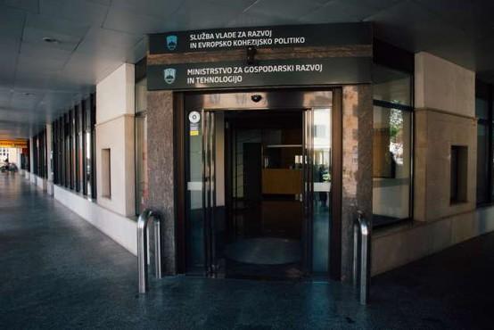 Na gospodarskem ministrstvu v zadnjih dveh tednih trije primeri covida-19