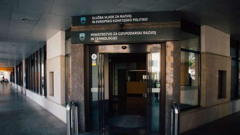 Na gospodarskem ministrstvu v zadnjih dveh tednih trije primeri covida-19 (foto: Nik Jevšnik/STA)