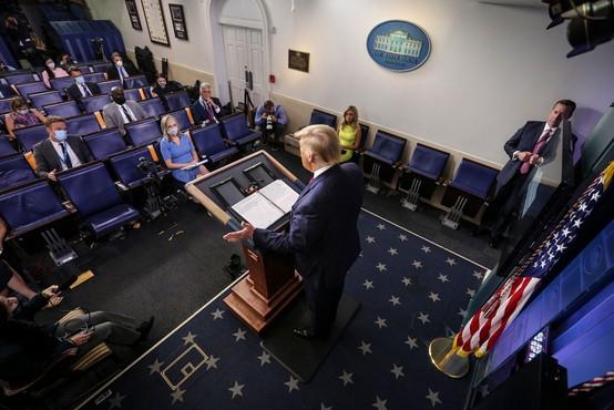 Donald Trump predlaga preložitev novembrskih predsedniških volitev
