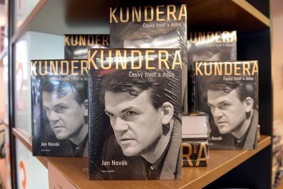 Milan Kundera zasebno knjižnico in arhiv prepustil knjižnici v Brnu