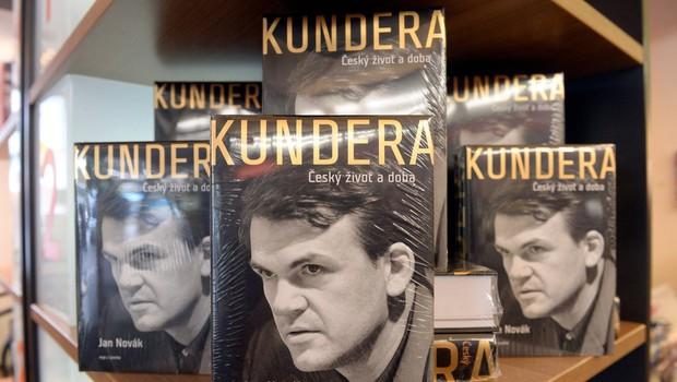Milan Kundera zasebno knjižnico in arhiv prepustil knjižnici v Brnu (foto: profimedia)