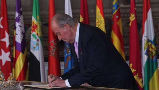Nekdanji španski kralj odhaja v izgnanstvo v tujino (foto: Xinhua/STA)