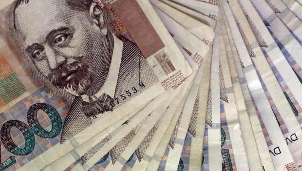 Hrvaška policija prijela tatu, ki je med aretacijo skušal pogoltniti ukradeni denar (foto: Hina/STA)