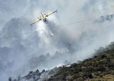 Nedaleč od Splita gasilcem v boju s požarom preglavice delata močan veter in nedostopen teren