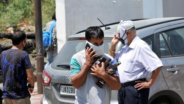 Zastrupitev z alkoholom v Indiji zahtevala več kot sto življenj (foto: Profimedia)