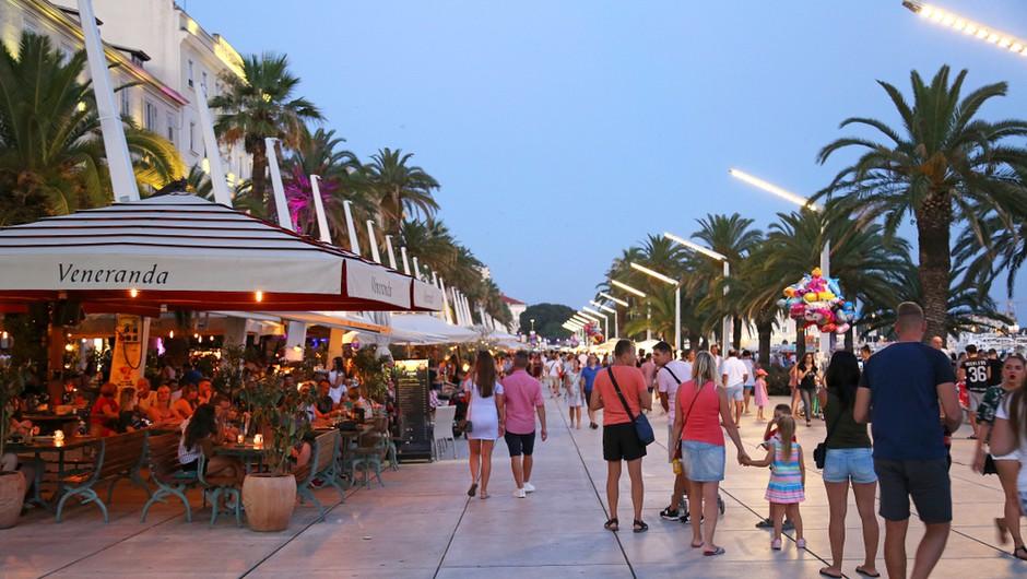 V centru Splita sta se stepla natakar in gost iz Francije - zaradi palačink! (video) (foto: Shutterstock)