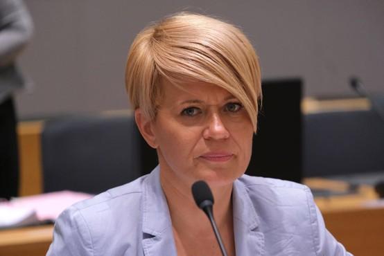 Ministrica za kmetijstvo Aleksandra Pivec odstopila s položaja in izstopila iz stranke DeSUS