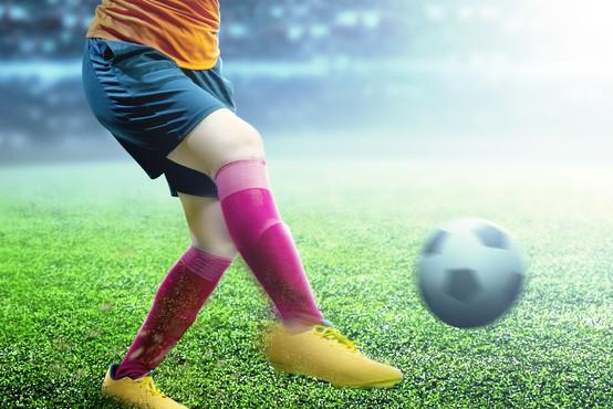 Nizozemska najstnica bo kot prva igrala za člansko moško nogometno ekipo