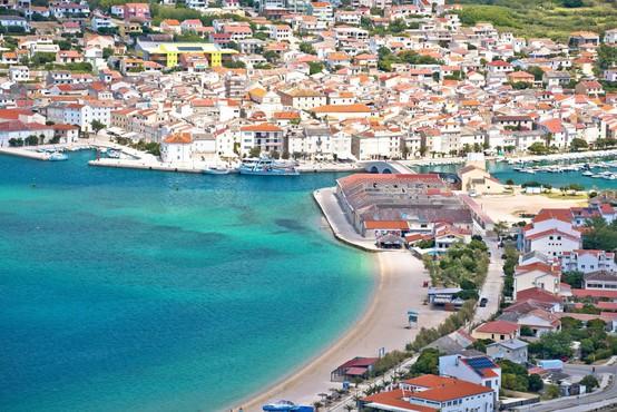 Hrvaška ministrica za turizem in šport opozarja, da ni dokazov, da so se turisti okužili na Pagu